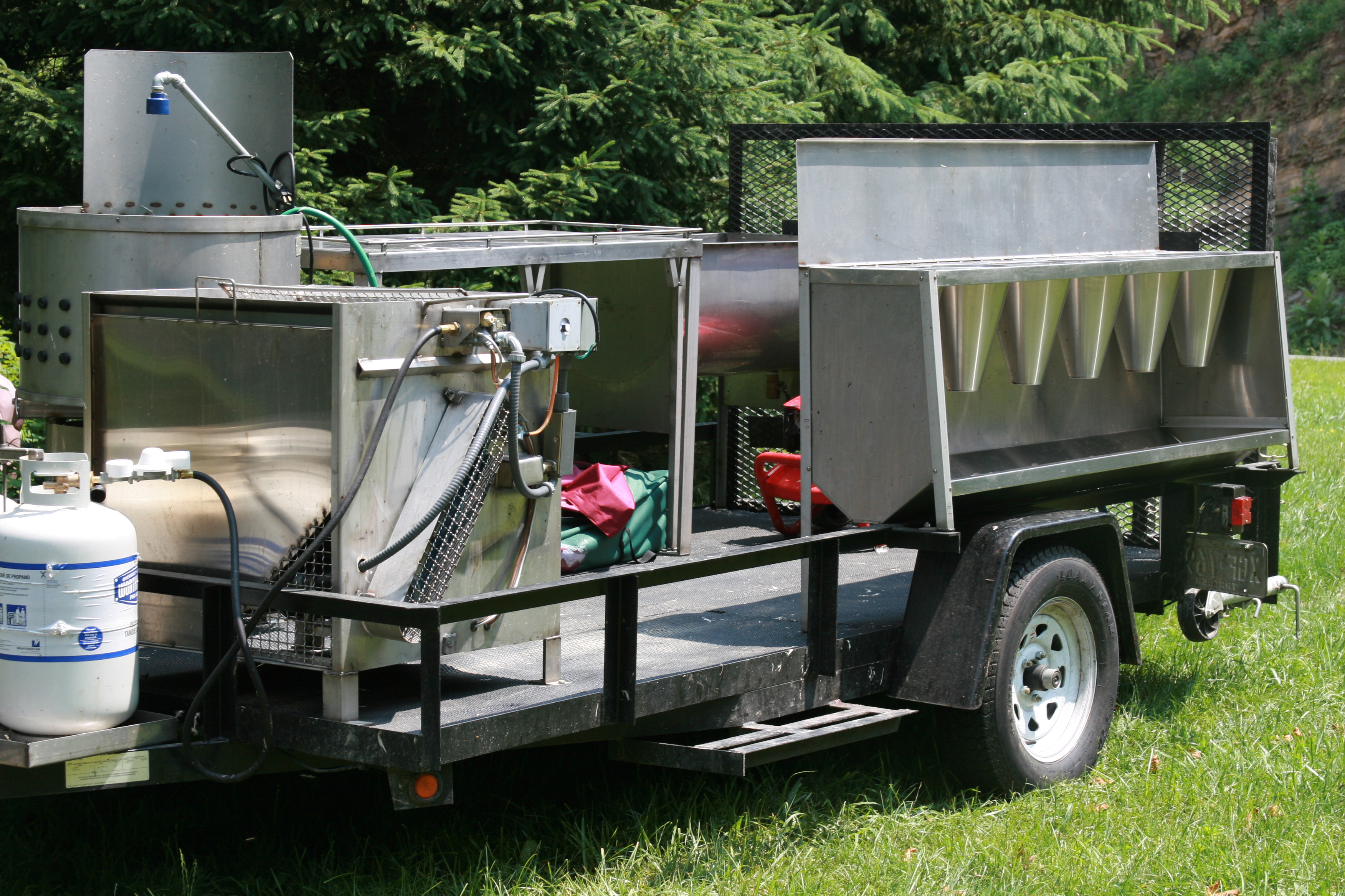 Mobile poultry slaughter trailer