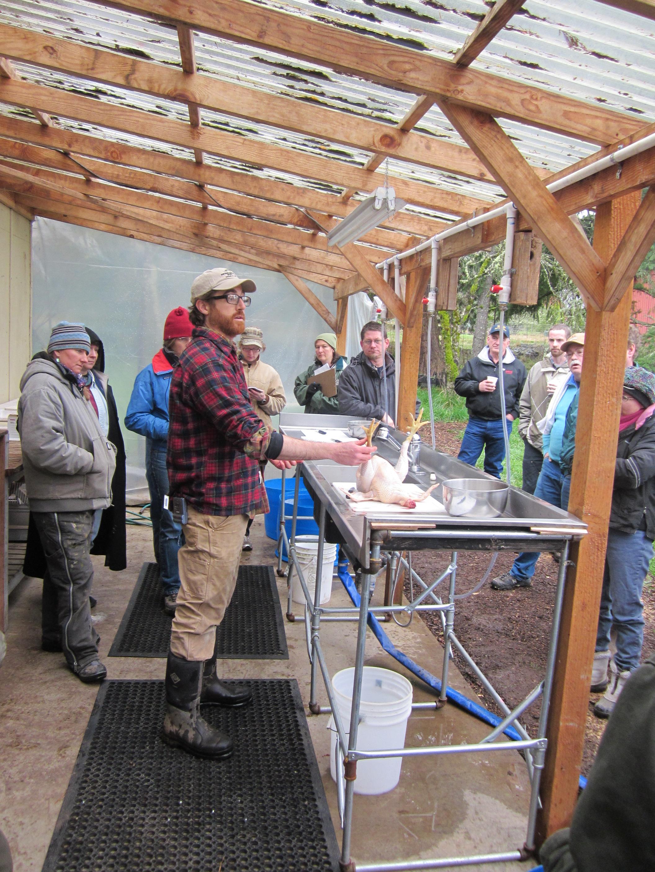 Demostración por OSU del procesamiento de aves en la granja